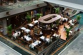 Café no centro de Shopping de luxo Marina Bay Sands