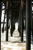 El Océano Pacífico en el muelle de Seal Beach en el sur de California USA