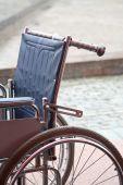 Постер, плакат: Старые коляски инвалидные