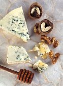 pic of walnut  - Blue Cheese With Honey And Walnuts - JPG