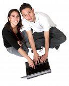 lässig Paar auf laptop