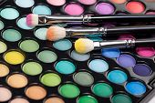 Eyeshadow Kit mit drei Make-up-Pinsel