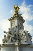 Statue in front of the Buckingham Palace called Victoria Memorial