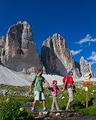 Familie auf Mountain Trek - Tre Cime di Lavaredo