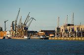 Riverside Antuérpia atraca navios de guindastes