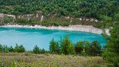 Hermoso lago en el cañón