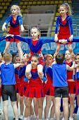 Moscú - 24 de MAR: Actuación del equipo de animadoras de los niños en Campeonato y concursos de Moscú en