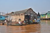 Floating house along the Tonle sap River