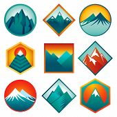 Vector-Set mit abstrakten Logos - Berge