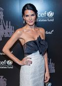 NEW YORK-DEC 3: Actress Angie Harmon attends the 9th Annual UNICEF Snowflake Ball at Cipriani Wall S
