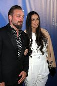 LOS ANGELES - MAY 15:  Brian Bowen Smith, Demi Moore at the De Re Gallery Opening at De Re Gallery o