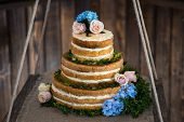 brown and creamy white 3 tier wedding cake