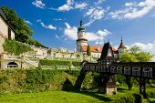 Castelo de Nove Mesto nad Metuji com ponte de madeira coberta por Dusan Jurkovic, República Checa