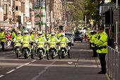 Edimburgo, Escócia, UK - 16 de setembro: Motos grupo de polícia de Papa Benedict XVI escolta dur