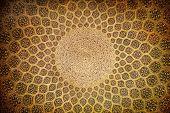 Cúpula de la mezquita, adornos orientales de Isfahán, Irán