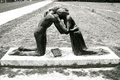 picture of reunited  - a statue of reunited lovers after WW2 - JPG