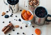 picture of apricot  - raisins - JPG