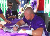 Minnesota Viking Linebacker Heath Farwell signs autographs.