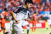 Sisaket Thailand-may 28: Suttinun Phuk-hom Of Chonburi Fc. (white) In Action During Thai Premier Lea