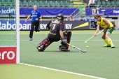 THE HAGUE, NETHERLANDS - JUNE 2: Jacob Whetton (AUS) Faces the Spanish goalie Quinco Cortes during t