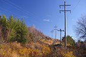 Linhas de energia na zona Rural