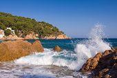 hermosa costa salvaje de la Costa Brava, España