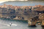 Ciudad de Bonifacio en acantilado, Isla de Córcega, Francia