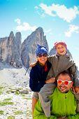 Familie auf Wanderung, Tre Cime di Lavaredo - Dolomiten - Italien