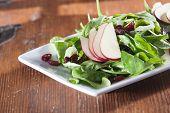 Verse rauwe spinazie salade met fruit