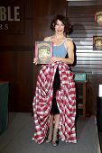 LOS ANGELES - NOV 22:  Evangeline Lilly at the book signing For