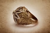 Diamond ring with vintage effect