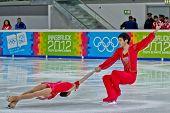 INNSBRUCK, AUSTRIA - 14 de enero Xiaoyu Yu y Jin Yang (China) lugar primero en el patinaje sh