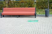 pic of banquette  - image of one bench in park at day - JPG