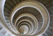 Escadas circulares no templo chinês