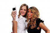Jovencitas con teléfono celular, tomar una foto aislada en blanco