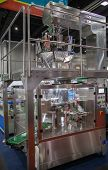 Vertical Multi-head Weigher Packaging Machine For Sachets|chips Snack poster