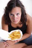 Chica con papas fritas