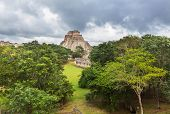 picture of yucatan  - Mayan pyramid in Uxmal - JPG