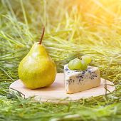 Green pear and cheese