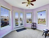 Round Room In Light Lavender With Walkout Deck
