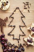 picture of linzer  - Christmas tree of cloves with rose hips and linzer cookies - JPG