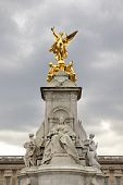 Buckingham palace sculpture