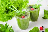 Постер, плакат: healthy green smoothies