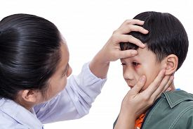 picture of bruises  - Little asian boy with an injured eye - JPG
