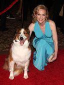 LOS ANGELES - 19 de MAR: Elaine Hendrix & Dusty llega a los 25 premios Génesis 19 de marzo