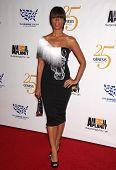 LOS ANGELES - 19 de MAR: Leona Lewis llega a los 25 premios Génesis en 19 de marzo de 2011 en C