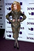 vLOS ANGELES - 16 de DEC: Paloma Faith arribando a la VH1 Divas Concert 2012 en el Shrine Auditorium