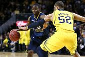 BROOKLYN-DEC 15: West Virginia Mountaineers guard Juwan Staten (3) dribbles past Michigan Wolverines