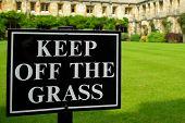Houd uit het gras teken