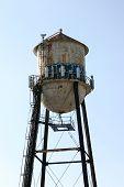 Torre del agua con Graffiti